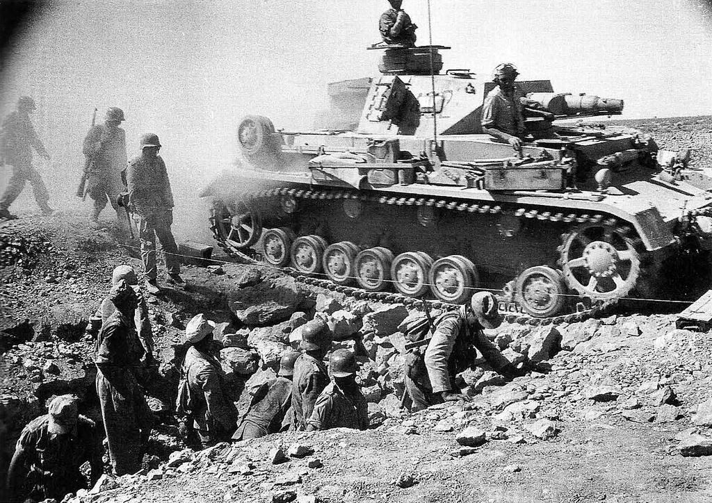 15th panzer division tanks advance on Mersah Matruh, 1942
